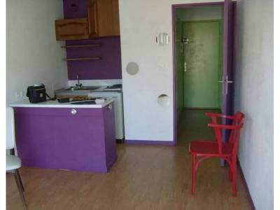 Entrée et coin kitchenette