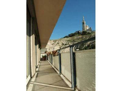 Location appartement 4 pi ces 100m saint victor 7 me for Location garage marseille 7eme