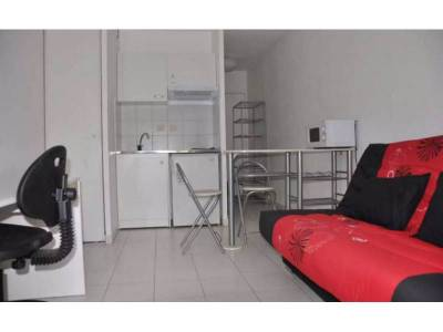 Location appartement meubl 1 pi ce 18m saint pierre 5 me for Location appartement meuble a marseille