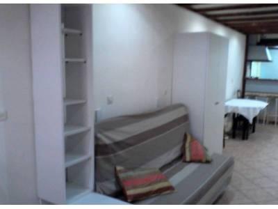 location appartement meubl 1 pi ce 23m le chapitre 1er marseille ref 83064. Black Bedroom Furniture Sets. Home Design Ideas