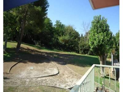 Balcon avec une vue sur jardin